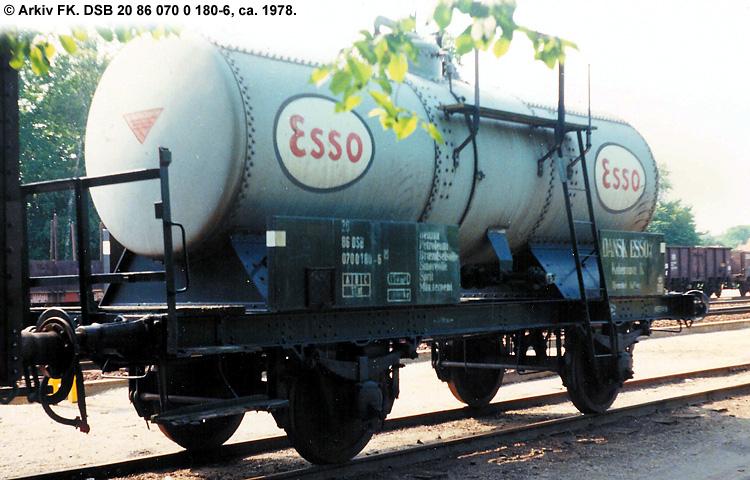 Dansk Esso A/S - DSB 20 86 070 0 180 - 6